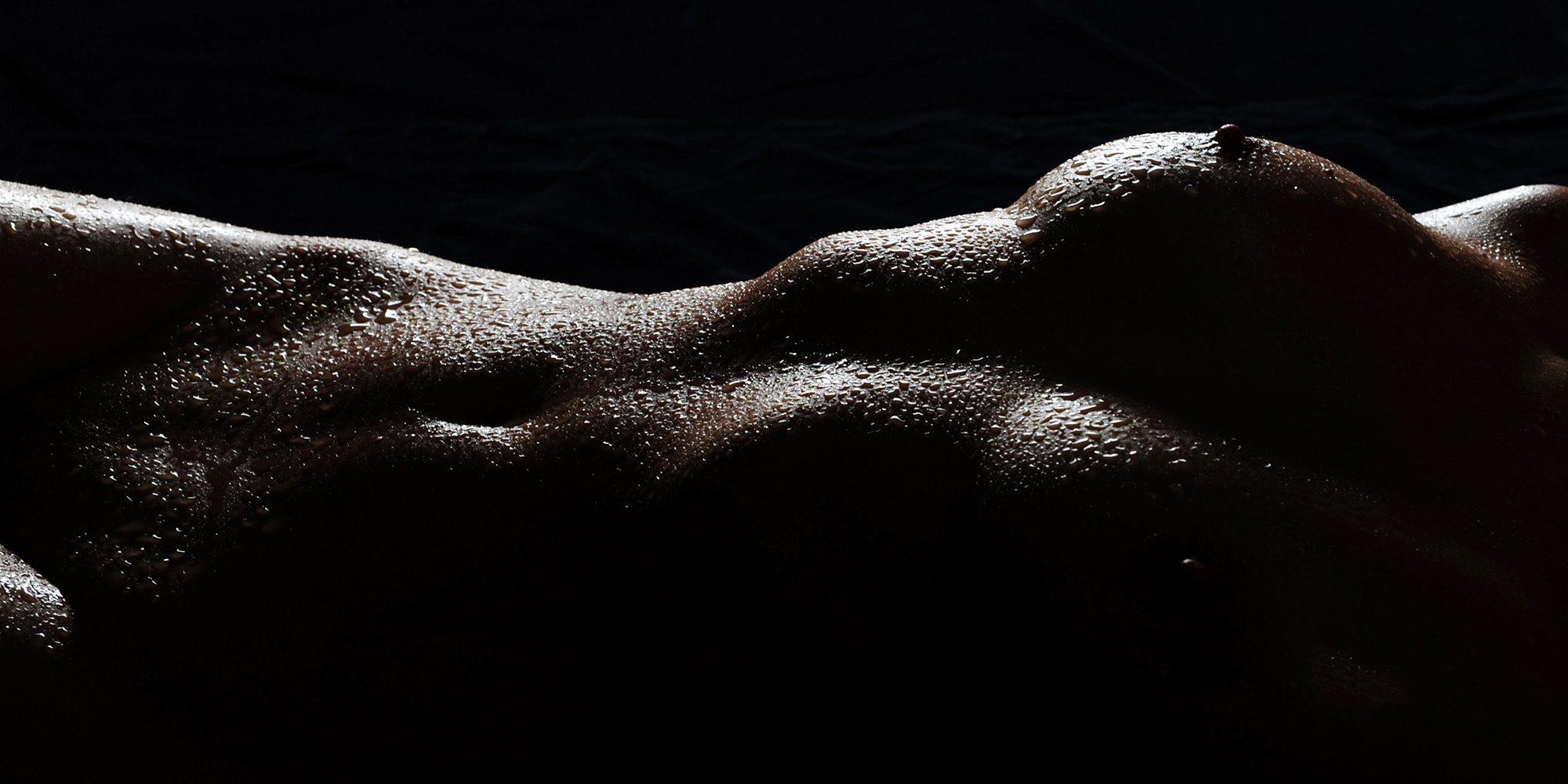 Aktfotografie mit Wassertropfen - Aktfotoshooting Wet+Sexy im Fotostudio Zerbes in Köln