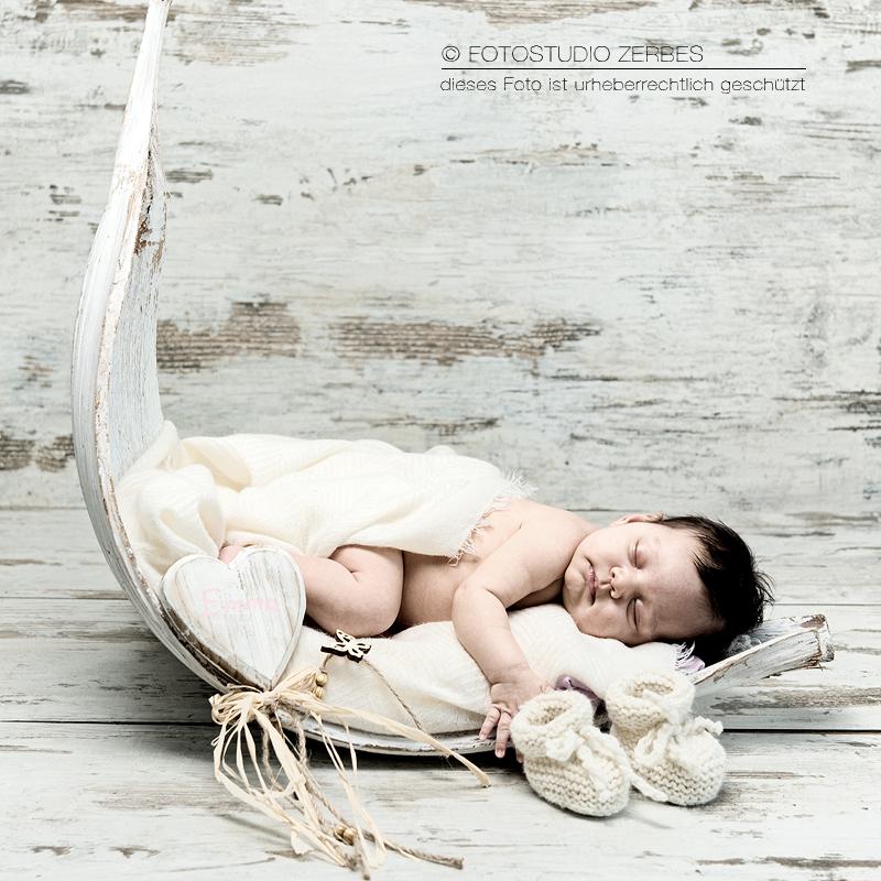 Newborn-Baby-Fotoshooting - Fotostudio Zerbes in Köln